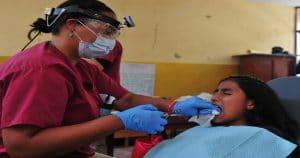 Os tipos de fratura podem variar em classificação e também e nível de dor. Existem também casos em que é preciso fazer uma extração do dente.