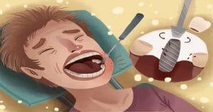 Ilustração de um paciente com a boca aberta e um espelho odontológico dentro dela; ao lado, há uma imagem aumentada de um implante dentário - Má higienização bucal podem ser causadas por doenças peri-implantares