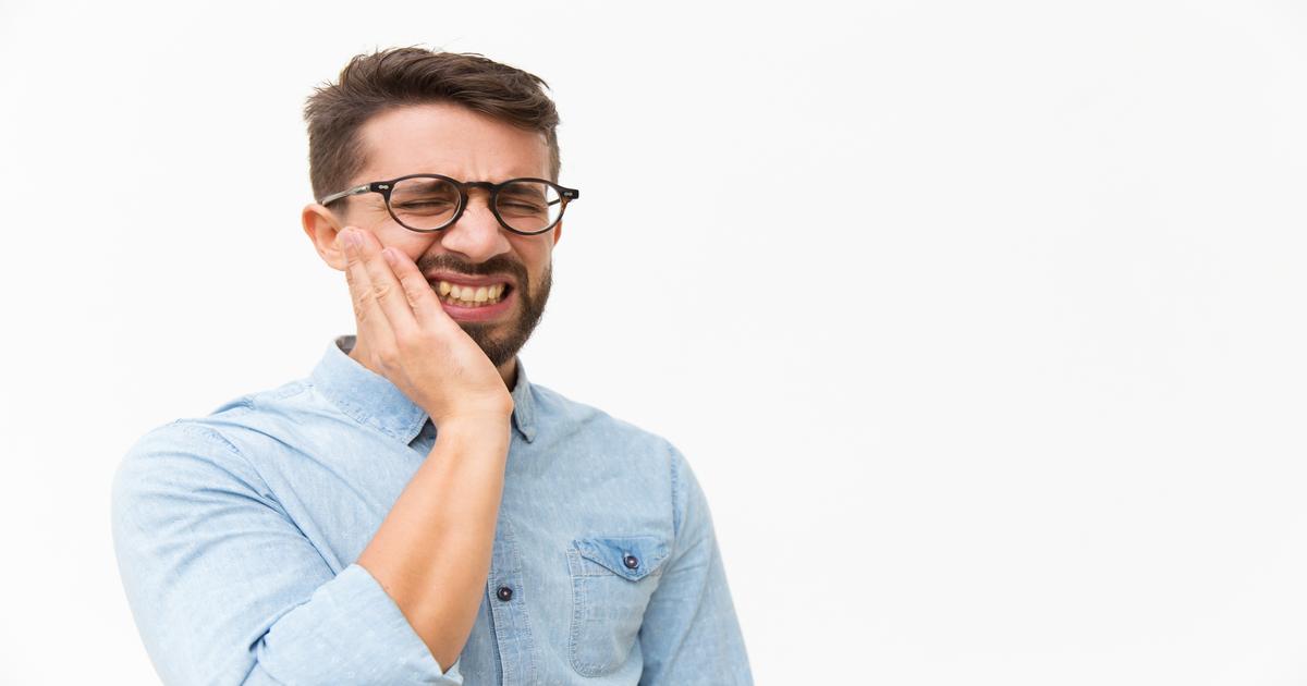 Quais são as causas do inchaço na bochecha?