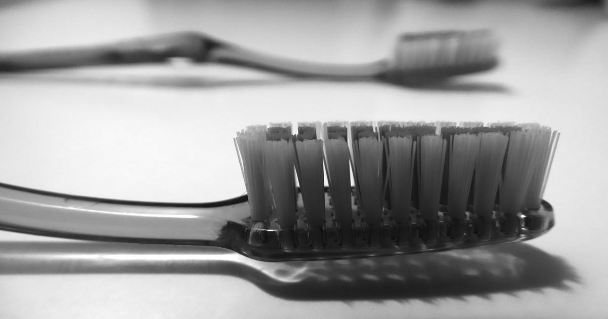 Há diferença entre as escovas ortodôntica e interdental?
